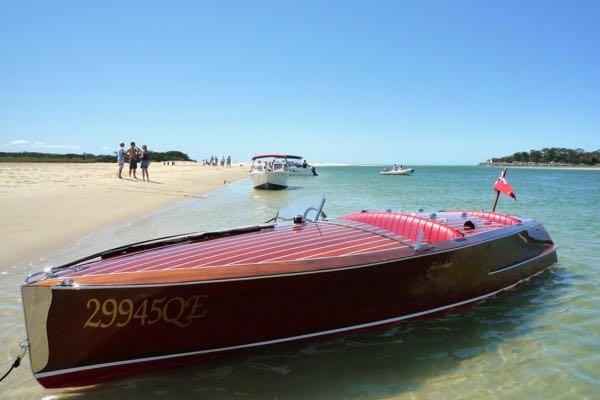Classic-speed-boat-on-the-Noosa-River